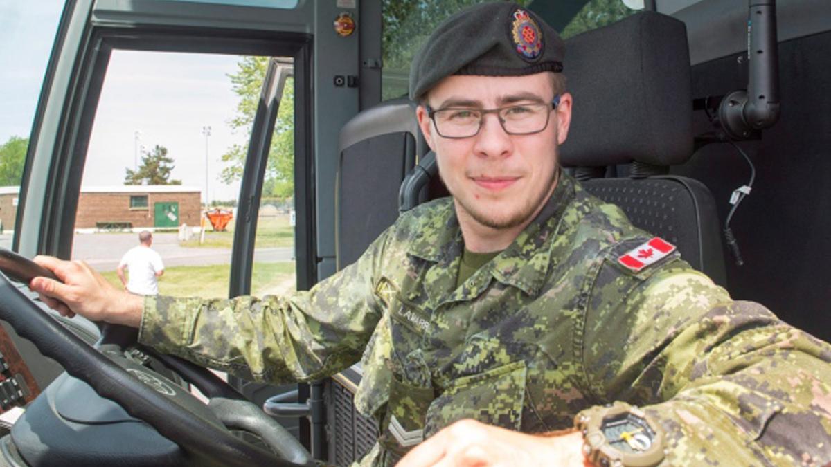 Канадський трансгендерний солдат розповідає про свій перехід, аби допомогти іншим