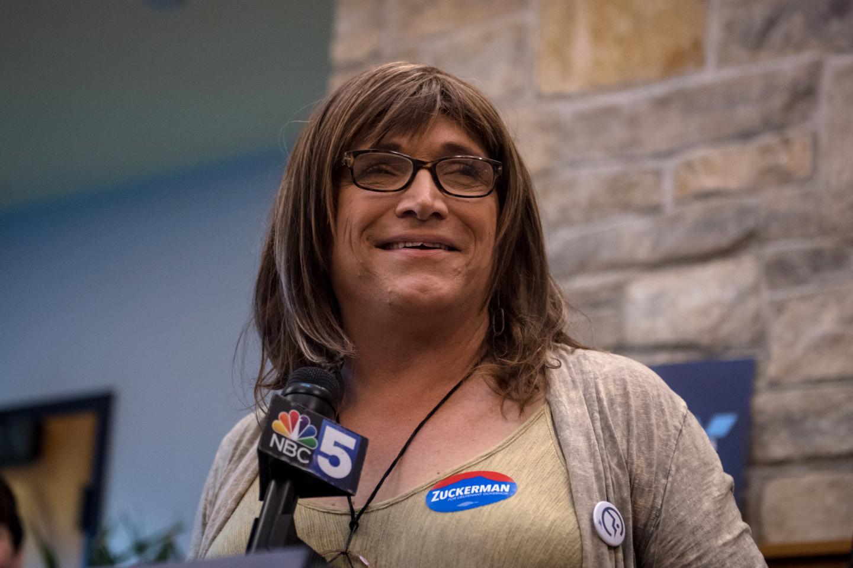Перша відкрита транс*кандитатка на посаду губернатора отримує погрози