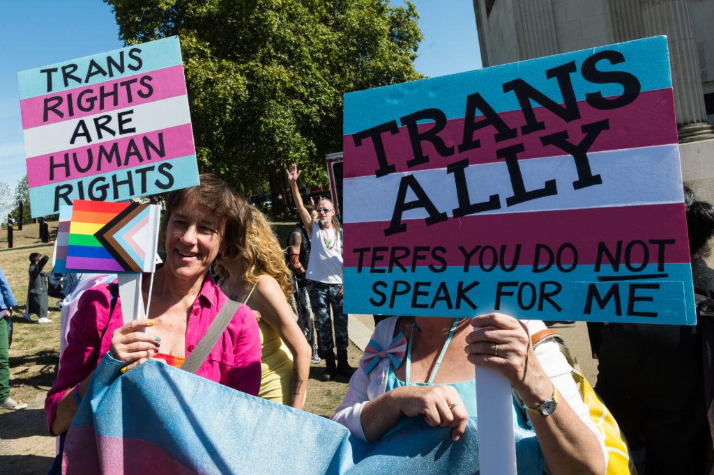 Транс та небінарні люди поділилися тим, що хотіли б сказати цис людям